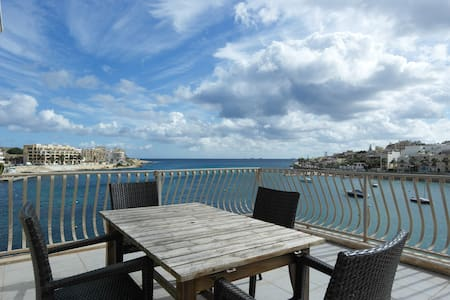 Seafront/ huge terrace right on sea - Marsaskala - Pis