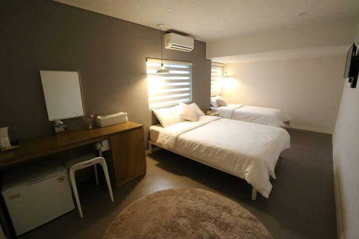 MostStay's Twin Room B