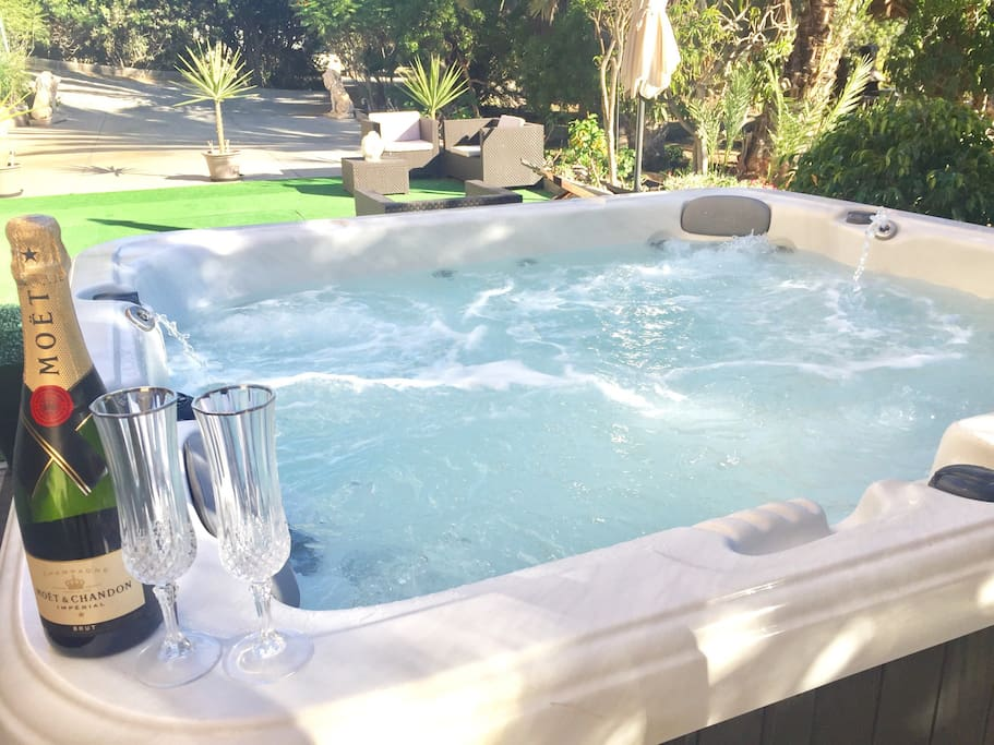 Treat yourself, you're on holiday. Hot Tub Jacuzzi and Champagne...PERFECT...!!!
