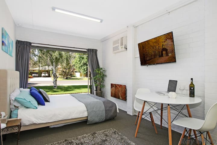 3 guests MAGNOLIA Executive Studio - Benalla - Apartment