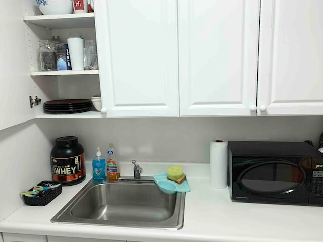Lots of storage space, plates, cups and protein for you to use after you workout in my gym