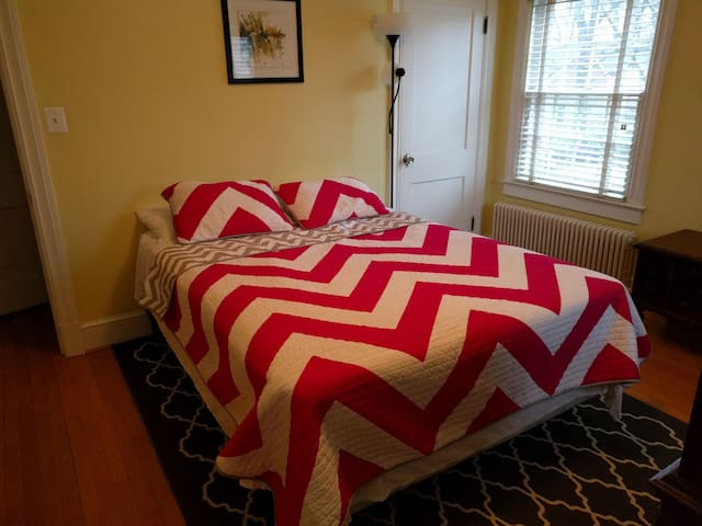 Fantastic, comfortable private room close to Metro - Arlington - Casa