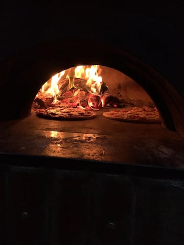 Fresh gourmet pizzas made to order in our special ovens