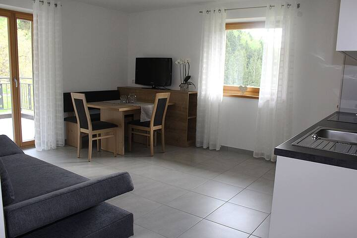 "Modern Apartment ""Hofblick"" with Terrace, Garden & WLAN; Parking Available, One Dog Allowed"