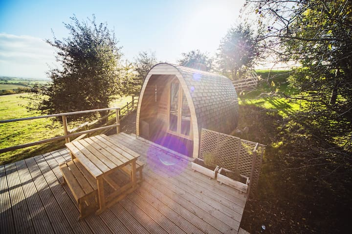 Damson Glamping Pod, secluded farm Peak District