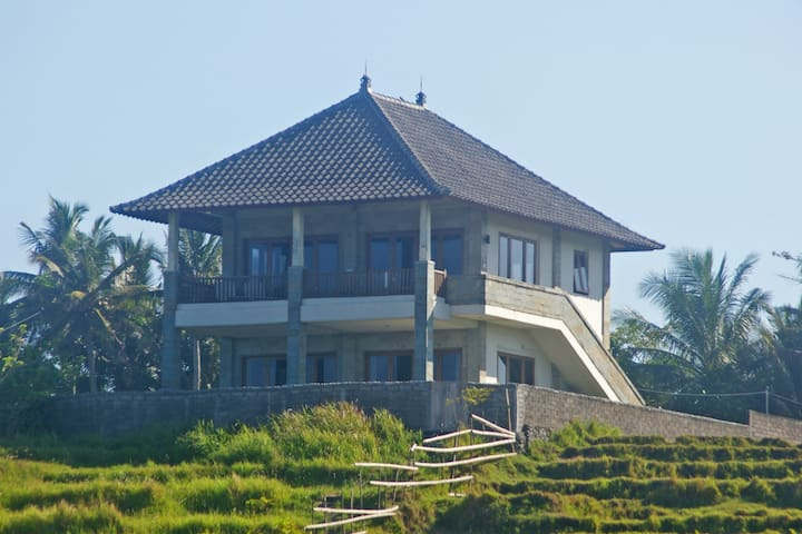 Medewi Beach Front  (privet entire Villa or 1 rm) - Bali - Casa