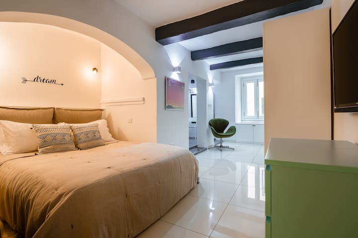 Valletta · A Stunning Designer Hideaway in Valletta