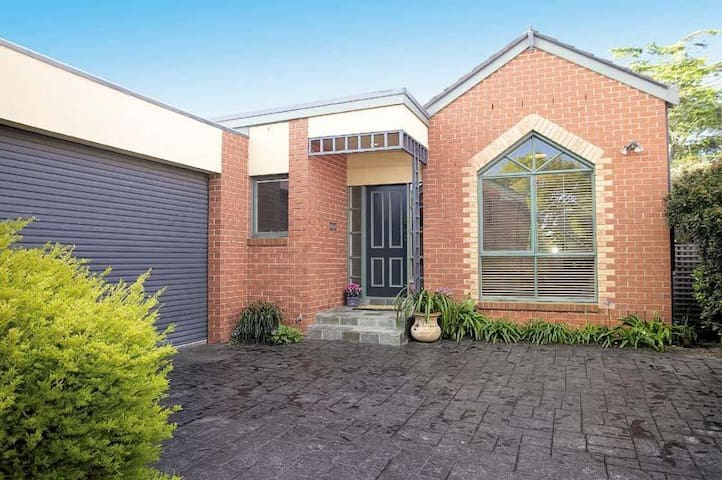 Bayside: Quiet, comfortable and convenient - Brighton East - Townhouse