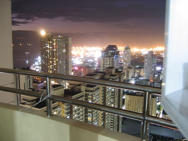 Birch Tower, floor 47 (unit 4707), Manila