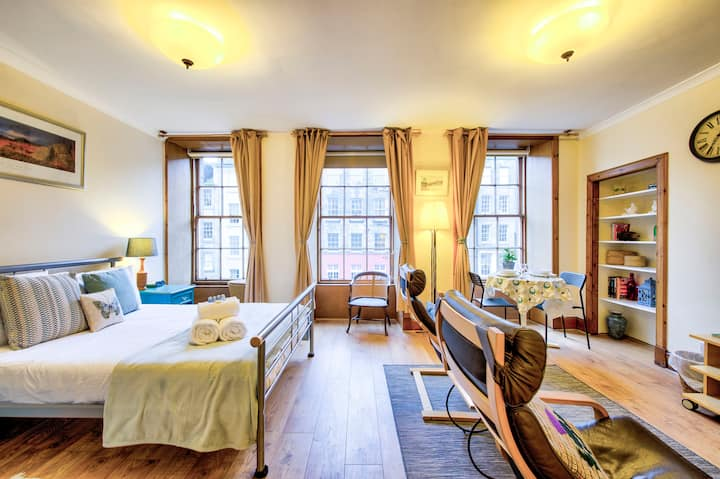 Royal Mile Apartment for Two - Location, Location!