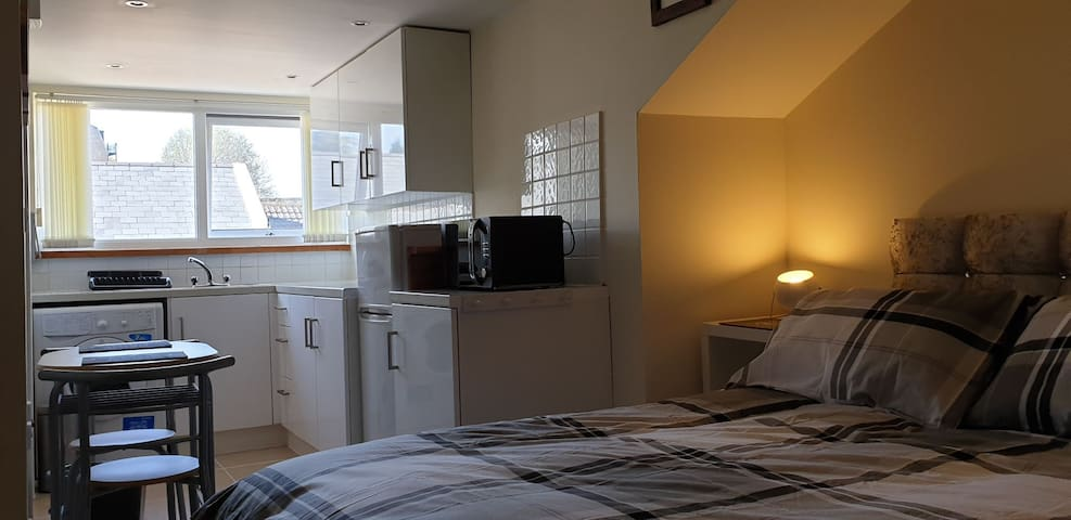 The Loft - Double Ensuite room with Kitchen