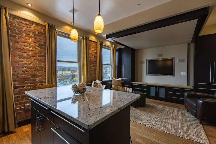 Studio Living In The Iconic Wilma Building - Missoula - Condominium