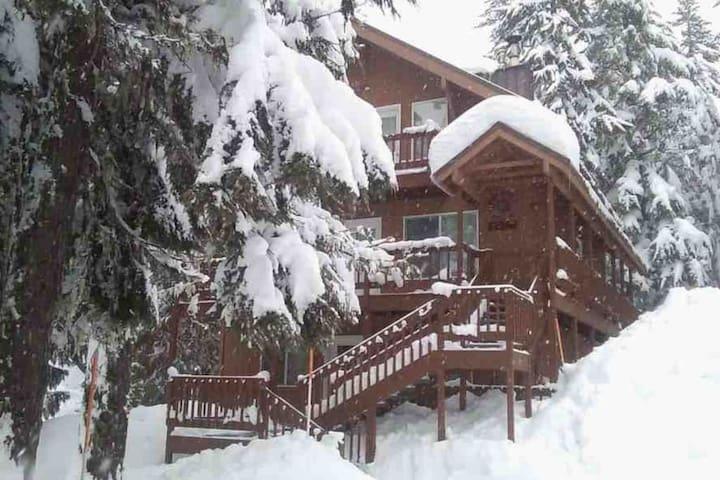 Cozy Govy Mountain Bunkhouse - Close to Everything