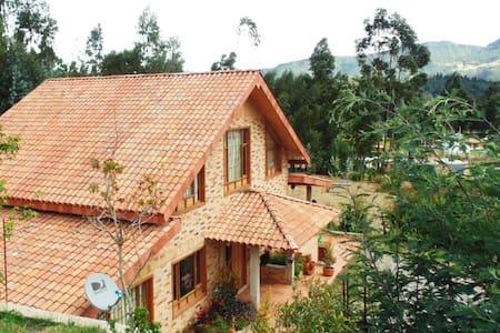 Cabaña  naturaleza y bellos paisajes en   UBATÉ