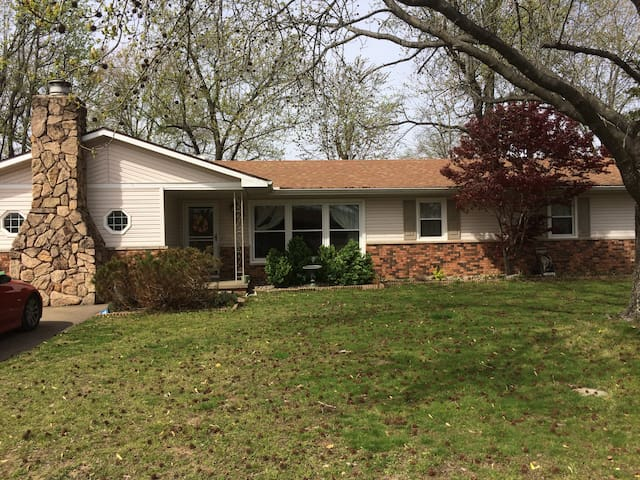 Family Home  in Subdivision - Carterville - Haus