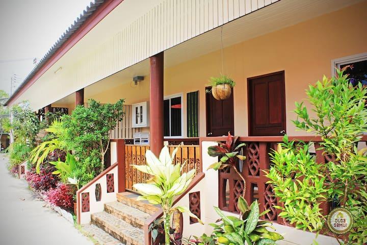 Дом на Ламае. Tamarind House