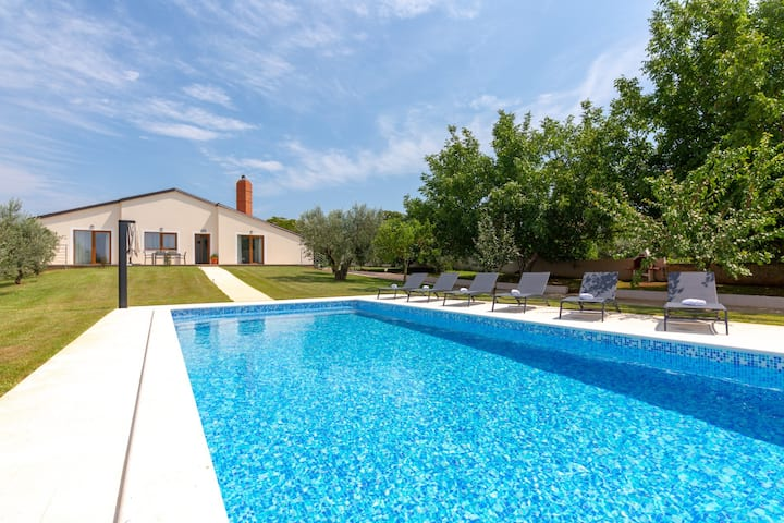 Beautiful house Matilda Fazana with swimming pool
