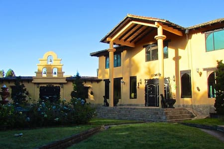 La Villa de San Rafael - La Calera - วิลล่า