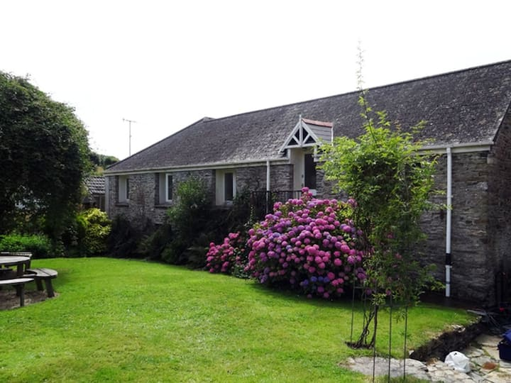 8 person barn in Loddiswell near stunning beaches