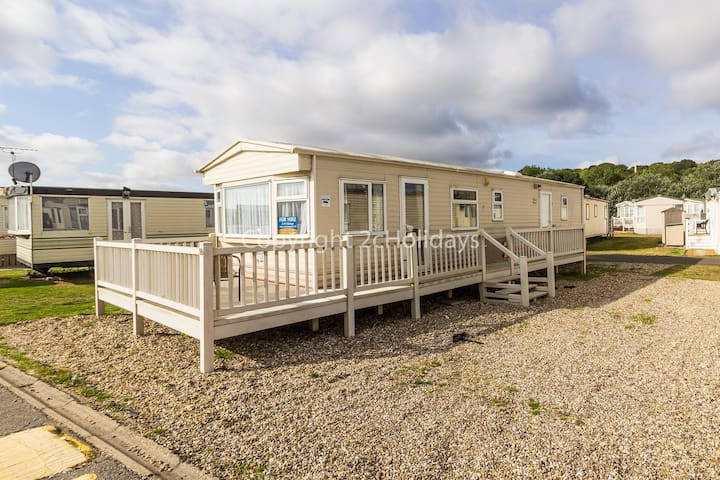 Cheap dog friendly 4 caravan for hire with decking in Suffolk ref 40094