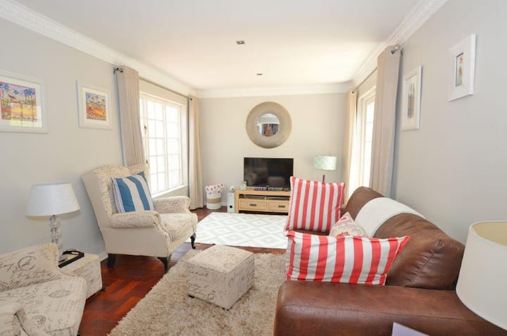 Home away from Home in Trendy Parkhurst.