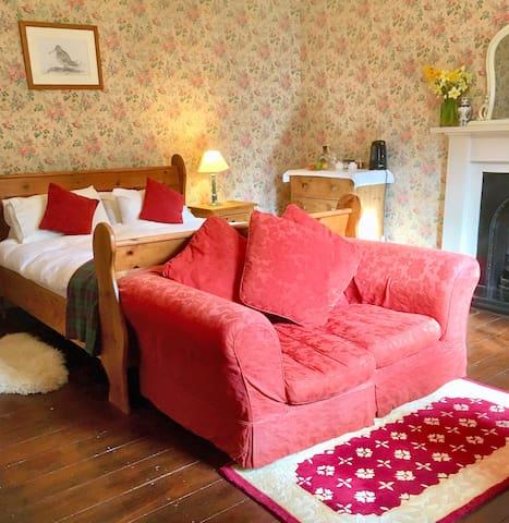 Glen Esk,  lovely double room