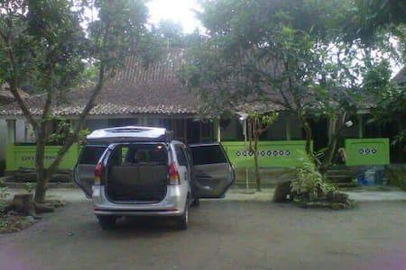 Countryside Warm Family HouseNear Prambanan Temple