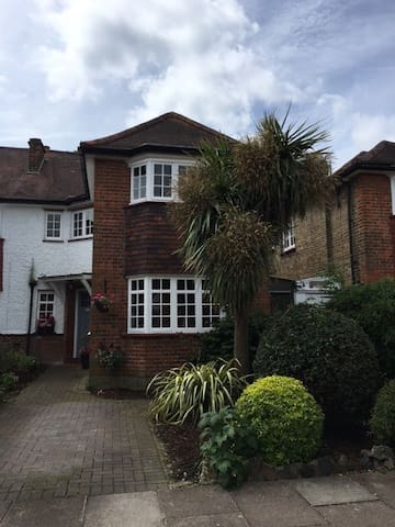 A charming family house close to tube station. - London - Haus