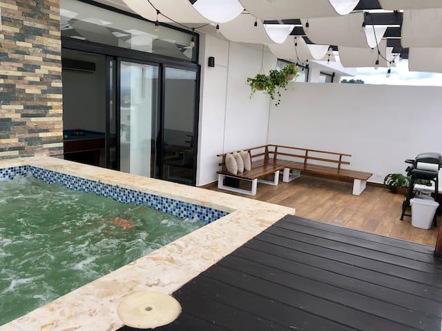Luxury Penthouse with jacuzzi