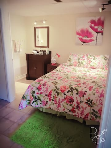 Queen bed with side washing vanity