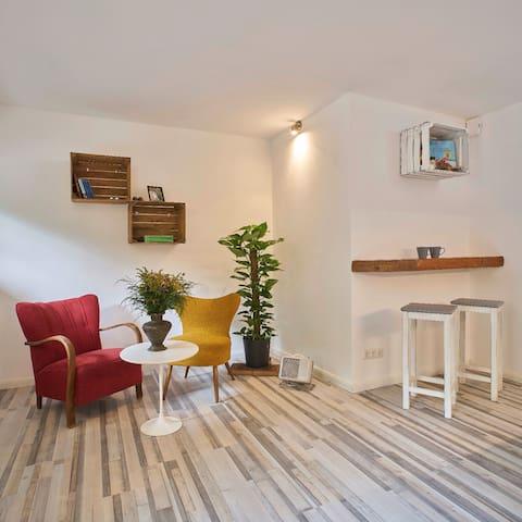 Schöne ruhige souterrain Wohnung im Viertel