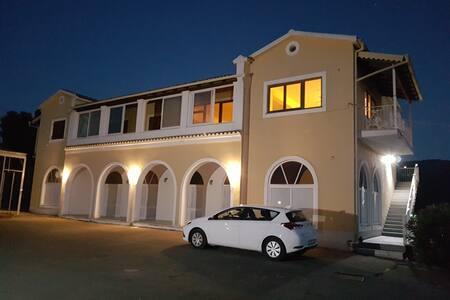 200qm Wohnung in Villa 2km vom Meer - Liapades