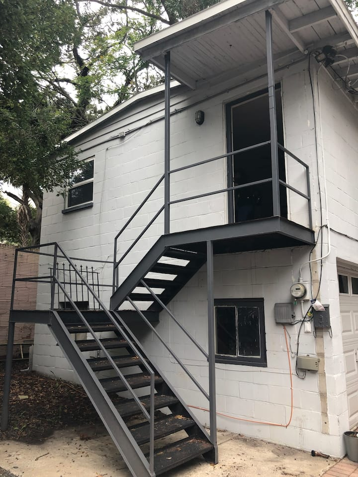 2 Bed- Garage Apartment  (Lake Eola)