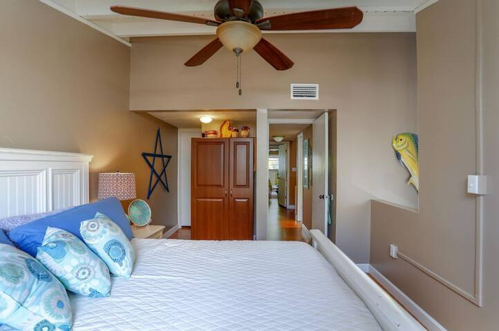 Darwin's luxurious warm apartment