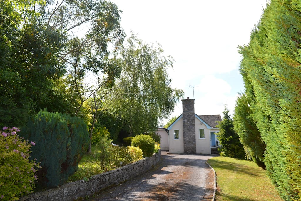 Secluded cottage in the beautiful village of Galmpton