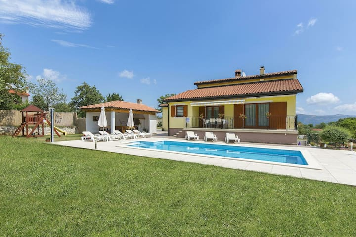 Nice holiday home with private pool, near Labin and the beaches of Rabac