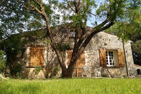 Petite maison à la campagne - Corme-Écluse