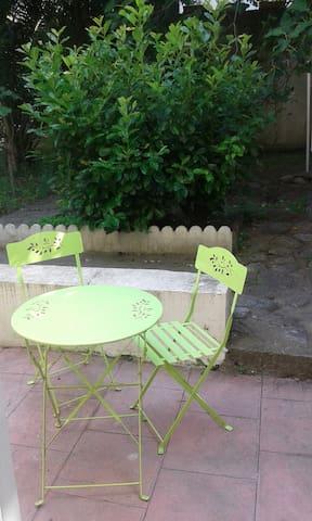 Joli studio avec terrasse et jardin clos