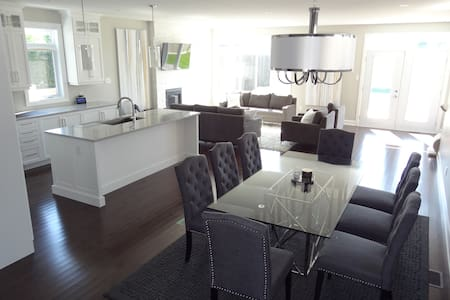 Modern & Spacious New Build, Close To It All! - Ottawa - House