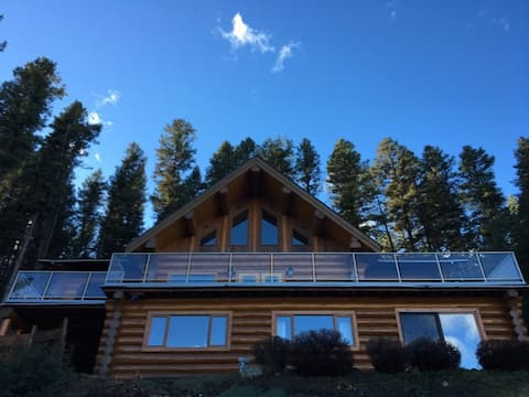 Beautiful Log Home with a View  Private Suite