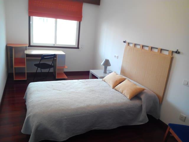 Habitación con sofá cama