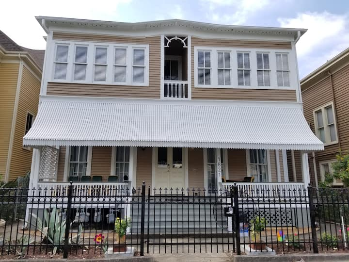Renovated Historic Home on Broadway #4 - 2nd Floor