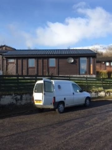NC 500 route! Cosy Chalet; Loch Views