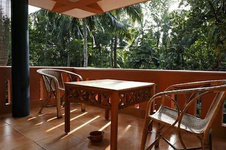Kovalam HomeStay - Colonial Villa - Vila