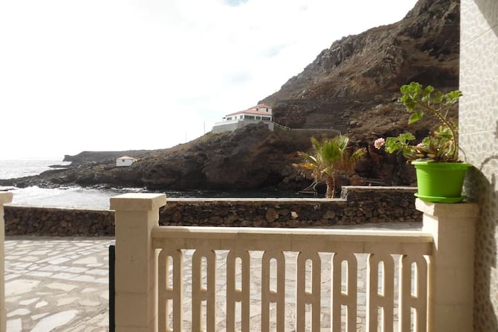 Apartment with terrace in 1st line of natural pool - Tamaduste - Apartamento