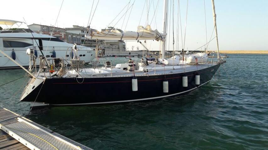 Moonshine, la casa barca