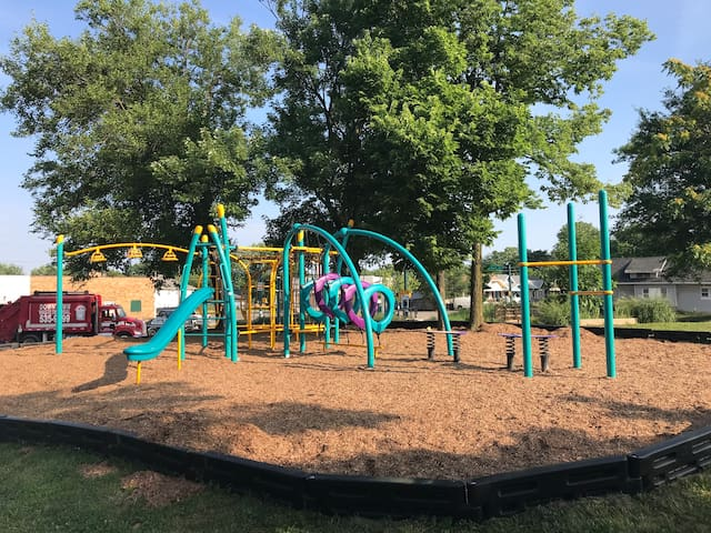 This is a park just 3 houses to the north. There is a seating area, picnic table, and playground. From here you can see the Indianapolis skyline, common park across the street, and access the bicycle trail!