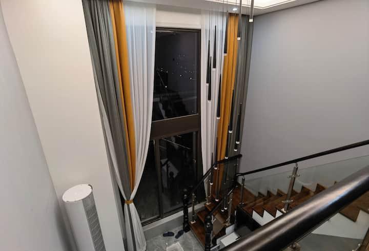 跃层复式loft 超大阳台可烧烤,带厨房