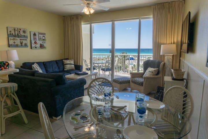 $2000 month of December - On the beach! 5 Stars