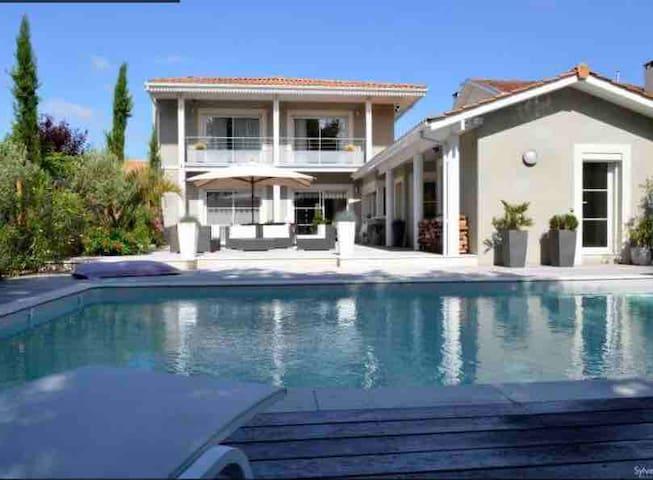 Villa contemporaine entre vignobles et océan